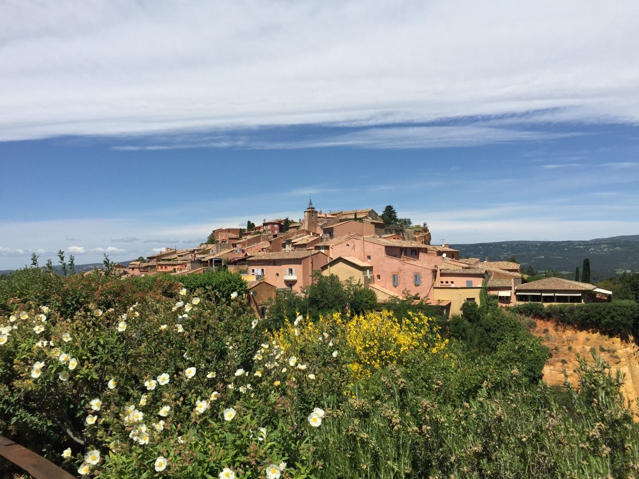 One Day Tour: Fontaine De Vaucluse-Gordes-Roussillon