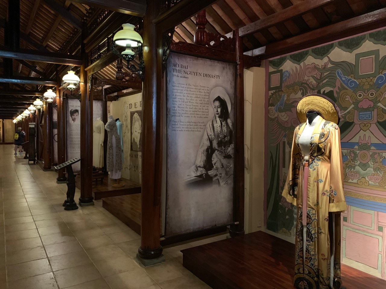 第四天:Ao Dai Museum/Independence Palace/Chua VanPhat
